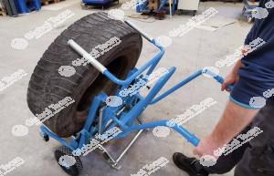 Carrello stacco ruote veicoli industriali con sistema brevettato . Pratico e veloce