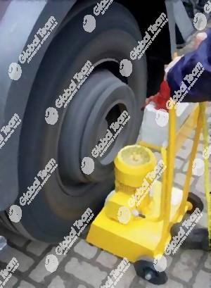 Rotolatore ruota mezzi per verifica cuscinetti e problematiche su mozzi