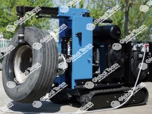 Robot ideato per lavoro gommista esterno . Con motogeneratorecompressore e cingolato motorizzato e per gommisti smonta gomme incorporato . Con filo comando .