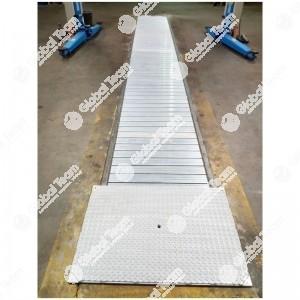 Copertura motorizzata a tapparella Steel Snake in alluminio estruso - con impacchettamento fondo fossa - portata max 5000 Kg/m2