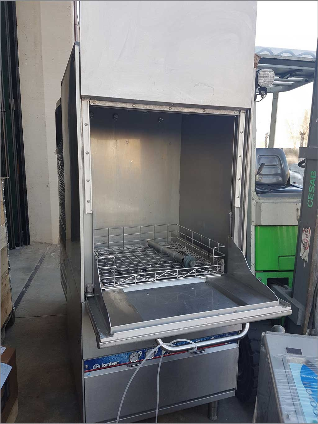 Stock vasche lavaggio a caldo cestello 700x700, professionali ad acqua calda con ugelli sotto e sopra cestello, lavaggio 360 gradi. Usate un nulla da un stock asta aggiudicata.