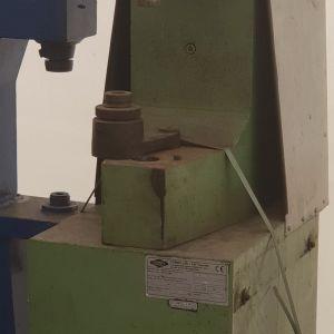 Rivettatrice pneumatica silenziata per ceppi veicoli industriali . Usata revisionata